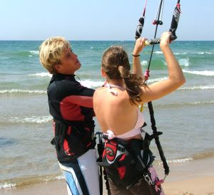 Lisa gets a few kite surfing pointers from Damo