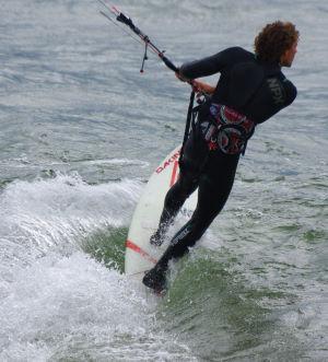 Kitesurfing strapless